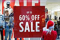 2017 12 24 Last minute Christmas shoppers, Swansea, Wales, UK
