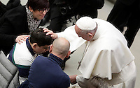 Papa Francesco benedice un uomo al termine dell'Udienza Generale del mercoledi' in aula Paolo VI, Citta' del Vaticano, 4 gennaio 2017.<br /> Pope Francis blesses a man at the end of his weekly general audience in Paul VI Hall at the Vaticanon January 4, 2017.<br /> UPDATE IMAGES PRESS/Isabella Bonotto<br /> <br /> STRICTLY ONLY FOR EDITORIAL USE