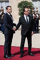 Paris (75)- Palais de l'Elysee- Ceremonie d installation de M. Emmanuel MACRON, PrÈsident de la RÈpublique, le dimanche 14 mai , dÈpart de Francois Hollande raccompagne par Emmanuel Macron
