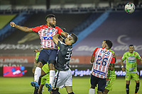 BARRANQUIILLA - COLOMBIA, 20-03-2021: Miguel Borja del Junior y Esteban Giraldo del Pereira durante el partido por la fecha 13 de la Liga BetPlay DIMAYOR I 2021 entre Atlético Junior y Deportivo Pereira jugado en el estadio Metropolitano Roberto Meléndez de la ciudad de Barranquilla. / Miguel Borja of Junior and Esteban Giraldo of Pereira during match for date 13 as part of BetPlay DIMAYOR League I 2021 between Atletico Junior and Deportivo Pereira played at Metropolitano Roberto Melendez stadium in Barranquilla city. Photo: VizzorImage / Jairo Cassiani / Cont