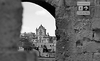 """Matera, capoluogo della regione Basilicata è nota in tutto il mondo per i suoi 'Sassi', un esempio intatto di insediamento troglodita nella regione del Mediterraneo. Le prime zone abitate datano al paleolitico, mentre insediamenti successivi rappresentano un numero di stadi significativi dello sviluppo umano. Il luogo è inserito nel trattato UNESCO per la conservazione del Patrimonio Culturale dell'Umanità. .Matera is a city in the region of Basilicata, in southern Italy. The town lies athwart a small canyon, which has been eroded in the course of years by a small stream, the Gravina. The wellknown """"Sassi di Matera"""" are an intact example of troglodyte settlement in the Mediterranean region. The place is inserted in the UNESCO World Cultural Heritage Treaty..Photo Livio Senigalliesi."""