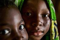 Benin. Cotonou . foyer salesiano Don Bosco Ritratto di due bambine di colore