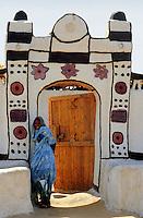 - northern Sudan , typical house in a nubian village in the Tombos zone, near the Nile....- Sudan settentrionale, casa tipica in un villaggio nubiano nella zona di Tombos, vicino al Nilo..