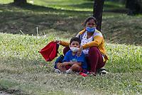 MEDELLIN - COLOMBIA, 06-05-2020: Personas medigando en medio de la reactivación en Medellín durante el día 43 de la cuarentena total obligatoria en el territorio colombiano causada por la pandemia  del Coronavirus, COVID-19. / People ask for help in the midddle of the revival in Medellin during day 40 of total quarantine in Colombian territory caused by the Coronavirus pandemic, COVID-19. Photo: VizzorImage / Leon Monsalve / Cont