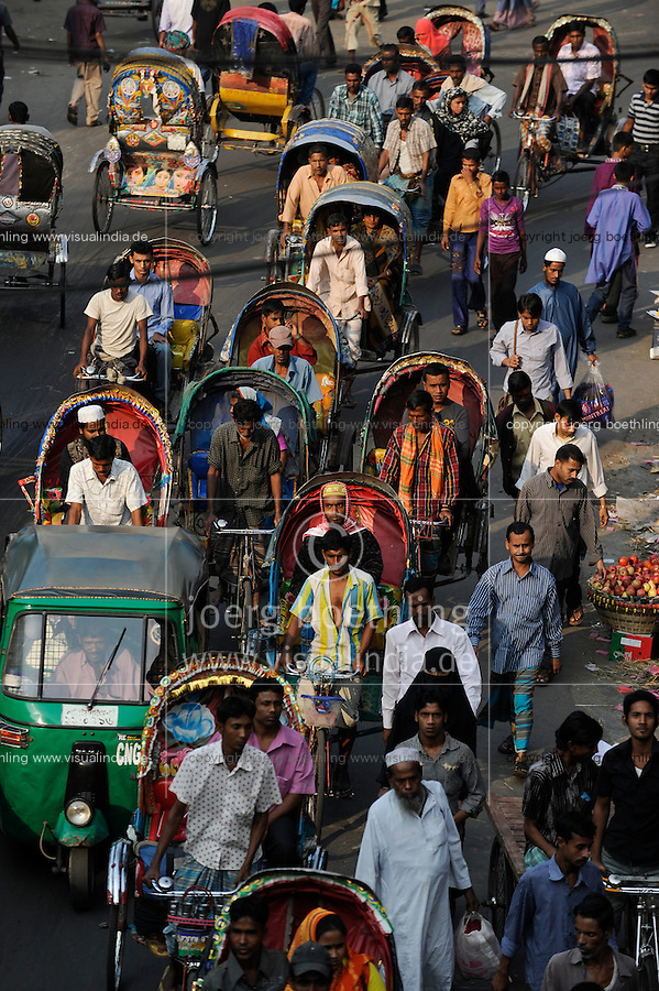 Bangladesh Dhaka rikshaw driver / BANGLADESCH Dhaka Rikschafahrer