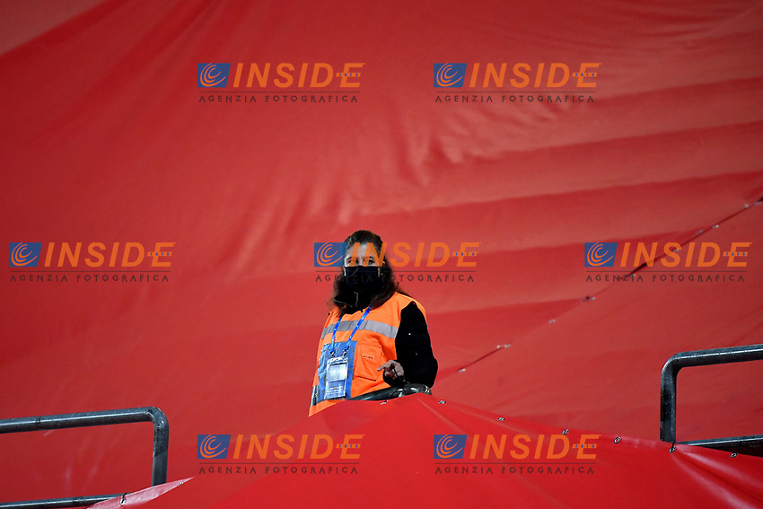 An hostess holds a huge italian flag during the Uefa Nation League Group Stage A1 football match between Italy and Poland at Citta del Tricolore Stadium in Reggio Emilia (Italy), November, 15, 2020. Photo Andrea Staccioli / Insidefoto