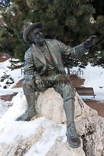 Italy, Alto Adige, South Tyrol, Val Gardena, Ortisei: Luis Trenker Statue   Italien, Suedtirol, Groednertal, St. Ulrich: Luis Trenker Statue