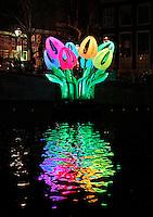 Nederland Amsterdam 2016. Amsterdam Light Festival. Kunstwerk Bunch of Tulips. Herengracht.  Foto Berlinda van Dam / Hollandse Hoogte