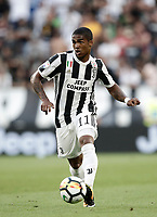 Calcio, Serie A: Torino, Allianz Stadium, 19 agosto 2017. <br /> Juventus' Douglas Costa in action during the Italian Serie A football match between Juventus and Cagliari at Torino's Allianz Stadium, August 19, 2017.<br /> UPDATE IMAGES PRESS/Isabella Bonotto