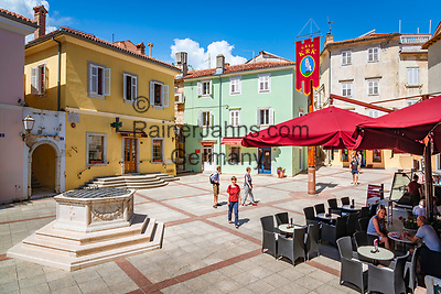 Croatia, Kvarner Gulf, Krk Island, Krk (Town): market place | Kroatien, Kvarner Bucht, Krk (zusammen mit Cres die groesste Insel in der Adria), Krk (Hauptort der gleichnamigen Insel: Marktplatz