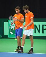 08-02-12, Netherlands,Tennis, Den Bosch, Daviscup Netherlands-Finland, Training, Jean- Julien Rojer in de dubbel met Robin Haase(R)