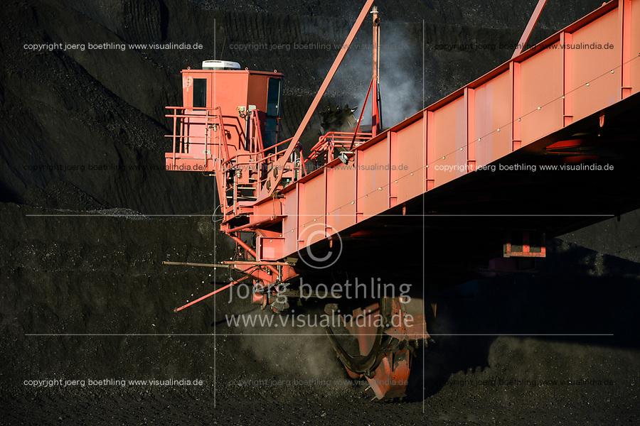 Germany, Hamburg, Hansaport import of hard coal , Paddle wheel excavator, / DEUTSCHLAND, Hamburg, Hansaport, Import von Kohle , Lagerung und Weitertransport zu Kraftwerken und Stahlwerken