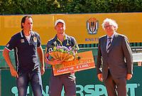 2013-08-17, Netherlands, Raalte,  TV Ramele, Tennis, NRTK 2013, National Ranking Tennis Champ,  Matwe Middelkoop receives the prize from Floor Jonkers left Floris Kilian<br /> <br /> Photo: Henk Koster