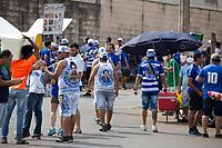SETE LAGOAS (MG)-11/09/2021-CRUZEIRO-PONTE PRETA - Sob o olhar da fiscalizacao sanitaria, torcida do Cruzeiro chega ao estadio. Partida entre Cruzeiro e Ponte Preta, valida pela vigesima terceira rodada do Campeonato Brasileiro da serie B 2021, realizada no Estadio Arena do Jacare , na cidade de Sete Lagoas, regiao metropolitana de Belo Horizonte, neste sabado (11) (Foto: Giazi Cavalcante/Codigo 19/Codigo 19)