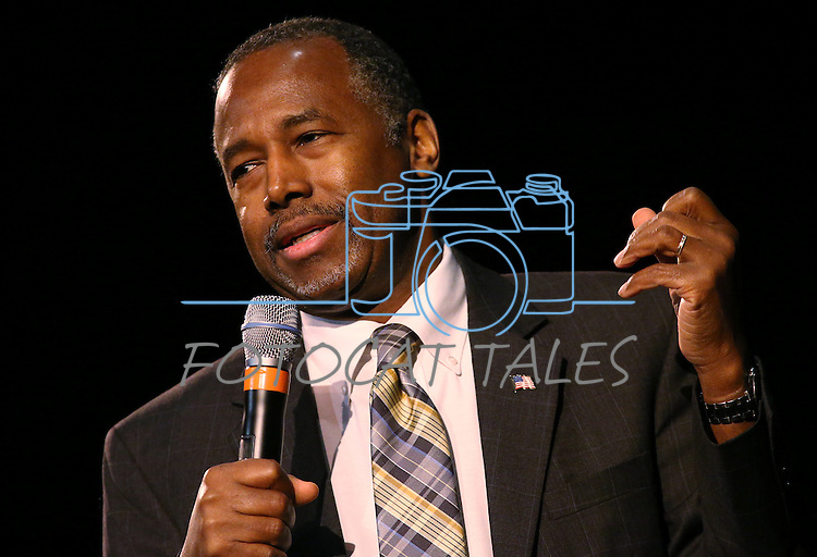 Republican Presidential candidate Ben Carson speaks to a crowd of about 400 at the Community Center in Carson City, Nev., on Wednesday, Dec. 16, 2015. <br /> Photo by Cathleen Allison