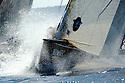 Louis Vuitton Trophy La Maddalena 6 giugno 2010. Finale tra Emirates Team New Zealand e Synergy Russian Sailing Team. La prua dei neozelandesi è diretta in boa mentre i russi inseguono.