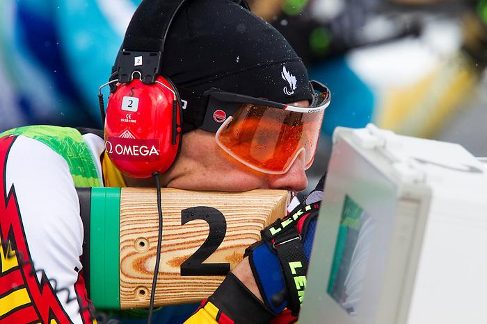 Alexei Novikov, Vancouver 2010 - Para Nordic Skiing // Ski paranordique.<br /> Alexei Novikov competes in Para Biathlon // Alexei Novikov participe en parabiathlon. 16/03/2010.