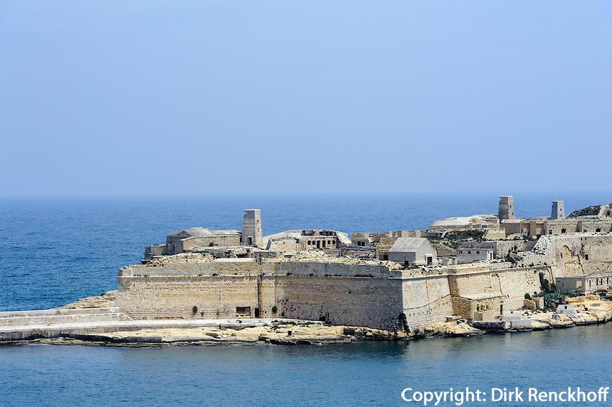 Blick von Lower Barracca Garden in Valletta auf Fort  Rinella, Malta, Europa