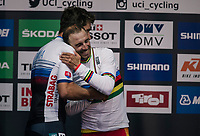 Alejandro Valverde (ESP/Movistar) is handed his gold medal on the podium by none less then tripple (defending) World Champion Peter Sagan (SVK/Bora-Hansgrohe)<br /> <br /> MEN ELITE ROAD RACE<br /> Kufstein to Innsbruck: 258.5 km<br /> <br /> UCI 2018 Road World Championships<br /> Innsbruck - Tirol / Austria