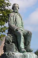 Europe/France/Normandie/Basse-Normandie/50/Manche/Presqu'île de la Hague/Gréville-Hague:  Statue  en  bronze de Jean-François Millet sur la place du village