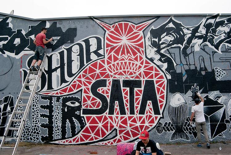Milano, Leonka Walls Repainting, i muri del centro sociale Leoncavallo vengono ridipinti --- Milan, Leonka Walls Repainting, the walls of Leoncavallo social centre get repainted