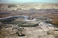 Afghanistan, 10.2012. Blick vom Helikopter auf die Unruheprovinz Baglan mit dem Kundus-Fluss. | Baglhan province with the Kunduz river viewed from a helicopter. © Timo Vogt/EST&OST