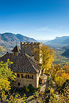 Italien, Suedtirol, bei Meran, Dorf Tirol: Schloss Thurnstein, im Hintergrund das Meraner Becken | Italy, South Tyrol, Alto Adige, near Merano, Tirolo: Castel Torre (Castle Thurnstein), at background Meran Basin
