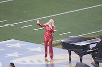 Lady Gaga singt die Nationalhymne beim Super Bowl 50 - Super Bowl 50: Carolina Panthers vs. Denver Broncos