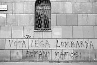 - Milano, Giugno 1990, scritte murali razziste della Lega Lombarda<br /> <br /> - Milan, June 1990, racist mural writings from the Lega Lombarda
