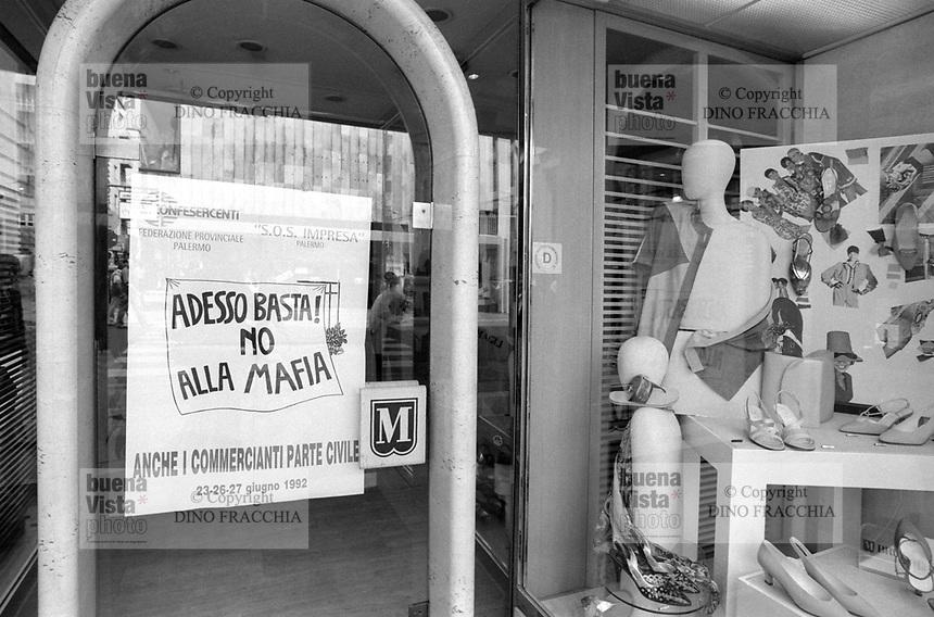 - Palermo, great rally of CGIL CISL and UIL labor unions against the mafia (June 1992)<br /> <br /> - Palermo, grande manifestazione dei sindacati CGiL CISL e UIL contro la mafia (giugno 1992)