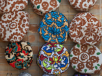 Taraditionelle Mützen, Souvenirs in Taschkent, Usbekistan, Asien<br /> traditional caps, souvenirs in Tashkent, Uzbekistan, Asia