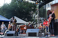 SAO PAULO; 06 DE MAIO DE 2012 - CHARLES BRADLEY VIRADA CULTURAL SP - Charles Bradley em apresentacao no fim da tarde deste domingo, durante a virada cultural, na regiao central da capital. FOTO: ALEXANDRE MOREIRA - BRAZIL PHOTO PRESS
