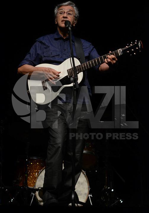 SAO PAULO SP, 24.08.2013 -  Caetano Veloso volta a São Paulo com a turnê de seu novo álbum, Abraçaço, para única apresentação no Espaço das Américas em  Sao Paulo, neste sábado,24. (FOTO: ALAN MORICI / BRAZIL PHOTO PRESS).