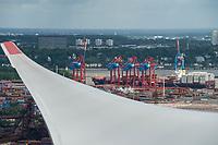 GERMANY, Hamburg, rotor blade of Siemens wind turbine / DEUTSCHLAND, Hamburg, Trimet Gelaende, Rotorblatt einer Siemens Windkraftanlage des kommunalen Stromerzeuger Hamburg Energie, Blick auf Elbe und Containerterminal im Hafen