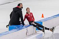 28th December 2020; Thialf Ice Stadium, Heerenveen, Netherlands; World Championship Speed Skating; 5000m ladies, Esmee Visser r with coach Erwin ten Hove L during the WKKT
