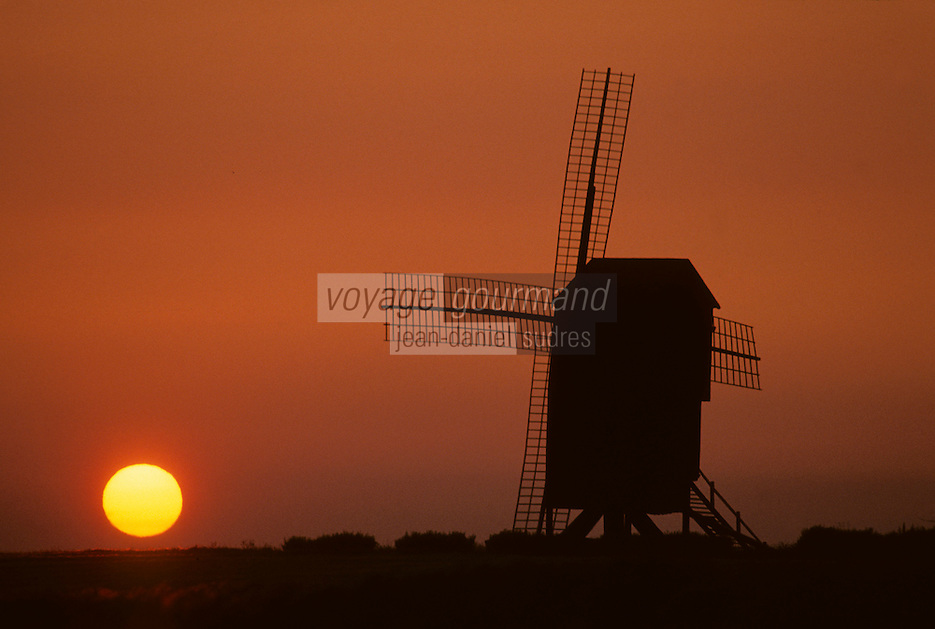 Europe/France/Champagne-Ardenne/51/Marne/Valmy: Le moulin de Valmy au soleil couchant