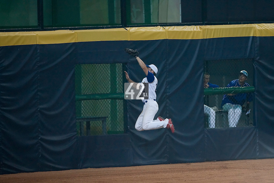 20 August 2007: #24 Gaspard Fessy makes a running catch during the Czech Republic 6-1 victory over France in the Good Luck Beijing International baseball tournament (olympic test event) at the Wukesong Baseball Field in Beijing, China.