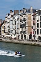 Europe/France/Aquitaine/64/Pyrénées-Atlantiques/Pays-Basque/Bayonne: Quai Galuperie, Jet ski sur la Nive