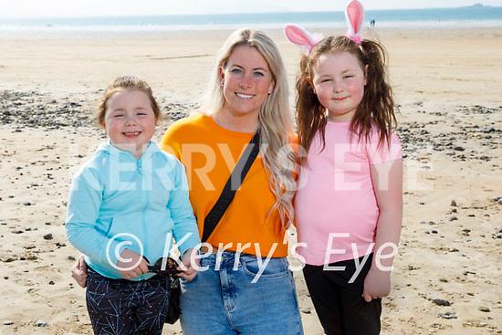 Enjoying a stroll on Banna beach on Saturday, l to r: Lana Buckley, Amy McLoughlan and Aimee Buckley.