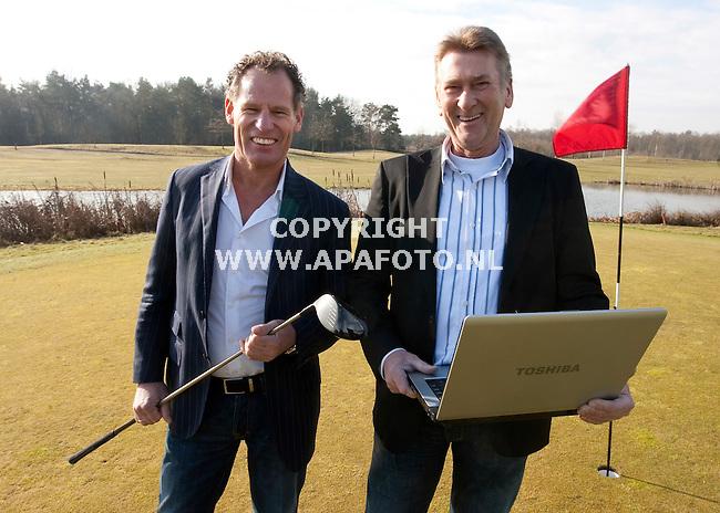 Lieren 020310 Norbert Leerkes (Links) en Wim Manuel  van het bedrijf GolfSwitch ( golfbooking.nl)<br /> Foto Frans Ypma APA-foto