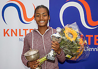 Hilversum, Netherlands, August 13, 2016, National Junior Championships, NJK, Prizegiving, winner girl's single 16 years : Dainah Cameron<br /> Photo: Tennisimages/Henk Koster