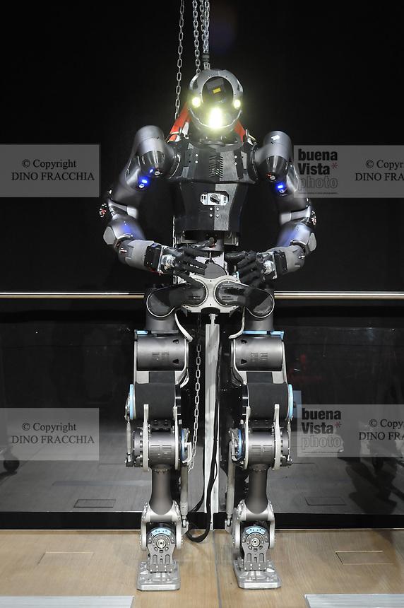 - Walkman, robot umanoide specializzato in disaster recovery, progettato e realizzato presso l' Istituto Italiano di Tecnologia di Genova (IIT)<br /> <br /> - Walkman, humanoid robot specialized in disaster recovery, designed and built at the Italian Institute of Technology in Genoa (IIT)
