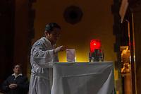 san juan del rio.,Qro. 1 de enero del 2018.- se realiza la primera misa de año nuevo, donde se pide por la paz mundial y de los municipios, y al termino de la misa la ya acostumbrada encendida de luces de vengala.