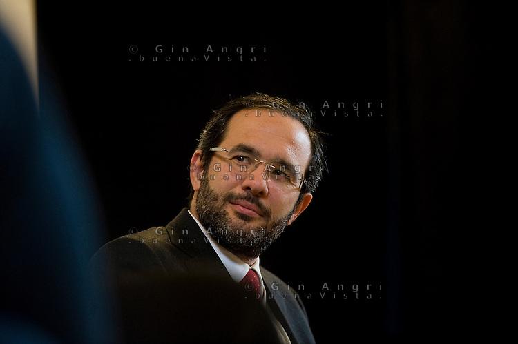 Umberto Ambrosoli, candidato per il centrosinistra alla presidenza della Regione Lombardia, elezioni regionali 2013