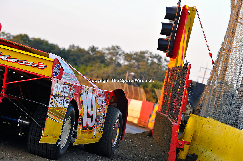 Feb 11, 2011; 6:00:30 PM; Gibsonton, FL., USA; The Lucas Oil Dirt Late Model Racing Series running The 35th annual Dart WinterNationals at East Bay Raceway Park.  Mandatory Credit: (thesportswire.net)