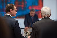 Verabschiedung des Stasibeauftragten des Landes Berlin.<br /> Am Freitag den 24. November 2017 wurde Martin Gutzeit als langjaehriger Stasibeauftragter des Landes vom Parlamentspraesident Ralf Wieland und dem Regierenden Buergermeister Michael Mueller verabschiedet.<br /> Nach 25 Jahren wird Gutzeit von Wolfram Tom Sello abgeloest.<br /> Im Bild vlnr.: Buergermeister Michael Mueller und Martin Gutzeit.<br /> 24.11.2017, Berlin<br /> Copyright: Christian-Ditsch.de<br /> [Inhaltsveraendernde Manipulation des Fotos nur nach ausdruecklicher Genehmigung des Fotografen. Vereinbarungen ueber Abtretung von Persoenlichkeitsrechten/Model Release der abgebildeten Person/Personen liegen nicht vor. NO MODEL RELEASE! Nur fuer Redaktionelle Zwecke. Don't publish without copyright Christian-Ditsch.de, Veroeffentlichung nur mit Fotografennennung, sowie gegen Honorar, MwSt. und Beleg. Konto: I N G - D i B a, IBAN DE58500105175400192269, BIC INGDDEFFXXX, Kontakt: post@christian-ditsch.de<br /> Bei der Bearbeitung der Dateiinformationen darf die Urheberkennzeichnung in den EXIF- und  IPTC-Daten nicht entfernt werden, diese sind in digitalen Medien nach §95c UrhG rechtlich geschuetzt. Der Urhebervermerk wird gemaess §13 UrhG verlangt.]