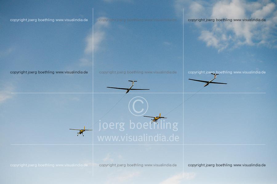 ROMANIA two sailing glider pulled by airplane / RUMAENIEN, zwei Segelflugzeuge gezogen von Motorflugzeug