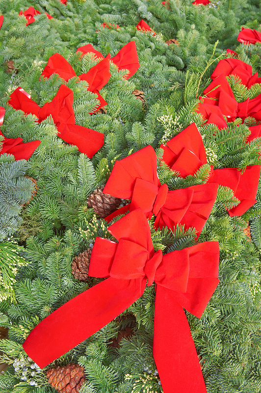 Christmas wreaths with red bows. Al's Garden Nursery. Tualtin. Oregon