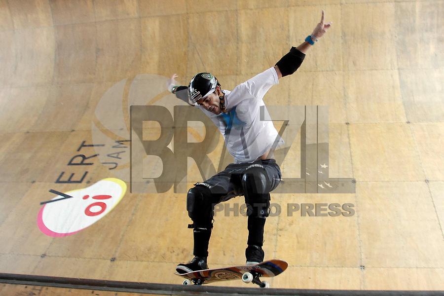 Rio de Janeiro - RJ - 05/03/2011 - Oi Vert Jam 2011 - Quatro skatistas do Brasil e quatro dos Estados Unidos decidiram a 9º edição do Oi Vert Jam, primeira etapa do campeonato mundial de skate, modalidade Vertical esta manhã no parque dos patins na lagoa Rodrigo de Freitas, zona sul da cidade. O vencedor foi Marcelo Bastos tendo Bob Burnquist em segundo e Rony Gomes em terceiro.<br /> Na foto: Bob Burquista faz manobra.<br /> Fotógrafo: Rudy Trindade