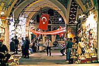 Lojas do Grand Bazaar em Istambul.Turquia. 1995. Foto de João Caldas